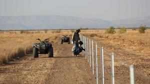 Ограждение фермы от динго фото