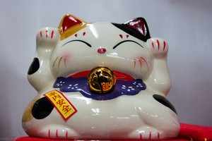 Японская трёхцветная кошка-сувенир
